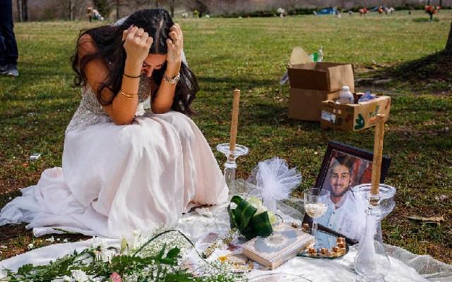 Novia visita tumba de su prometido en el que sería el día de su boda - Foto de Doug Strickland /Times Free Press
