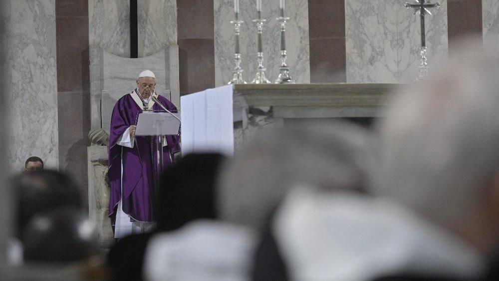 Papa invita a librarse de 'tentáculos del consumismo' en Cuaresma - Papa Francisco durante misa del Miércoles de Ceniza. Foto de Vatican News