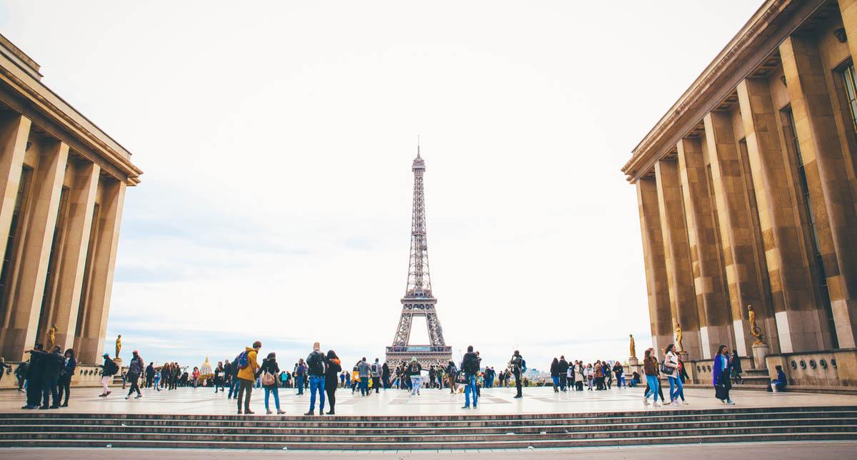 Torre Eiffel de París, Francia. Foto de @slakarvounis