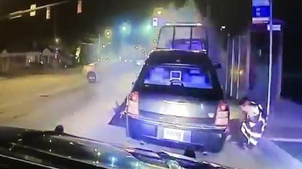 #Video Auto prensa pierna de operador de grúa tras ser chocado - Pierna de operador de grúa prensada. Captura de pantalla