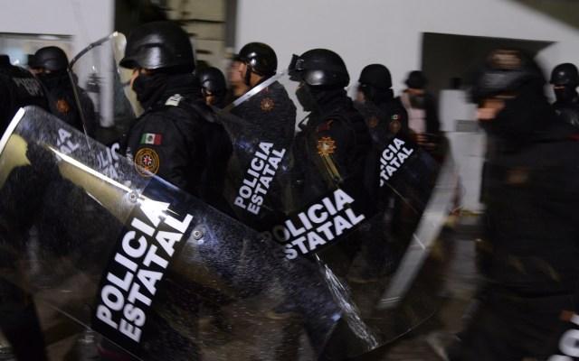 Capturan a siete policías acusados de secuestros en Nuevo León - Policías a cargo de traslado de internos de alta peligrosidad. Foto de Notimex