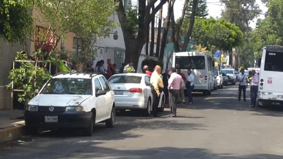 Hombre se entrega tras tomar a su pareja como rehén en Miguel Hidalgo - policía rehen pareja