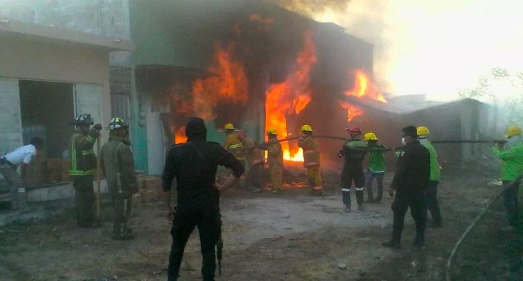 Incendio en pastizales alcanza fábrica de velas en Chiapas - Foto de Noticieros Televisa