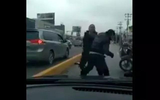 #Video Pelean a golpes repartidor de Rappi y conductor en Monterrey - Captura de pantalla