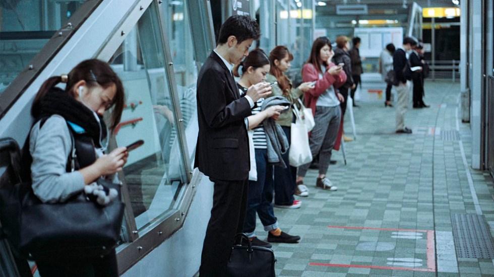 En 2021 se venderán mil 535 millones de smartphones en el mundo - En 2021 se venderán mil 535 millones de smartphones en el mundo. Foto de Jens Johnsson para Unsplash