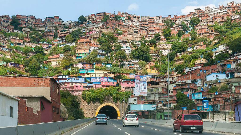 Túnel 'El Paraíso' de la autopista Francisco Fajardo de Caracas. Foto de Wilfredo Rodríguez