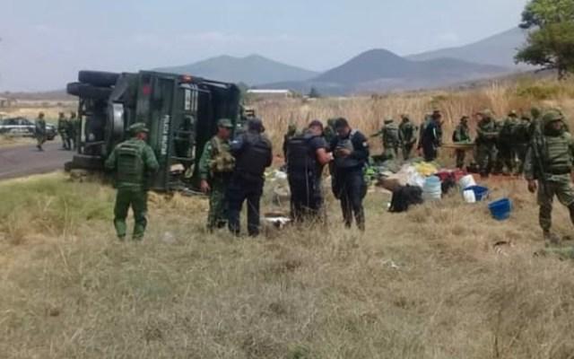 Vuelca vehículo de la Sedena en Michoacán; hay seis lesionados - Foto de López-Dóriga Digital
