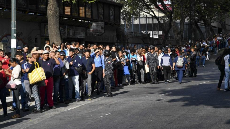 Venezuela reanuda labores en profunda crisis tras apagón - Foto de AFP
