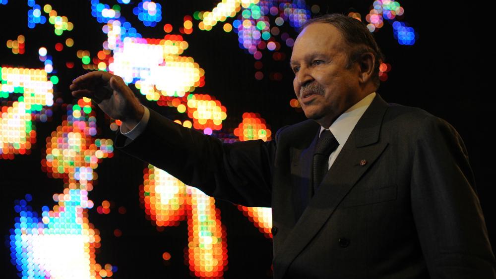 Presidente de Argelia renuncia presionado por la calle y el ejército - Foto de AFP
