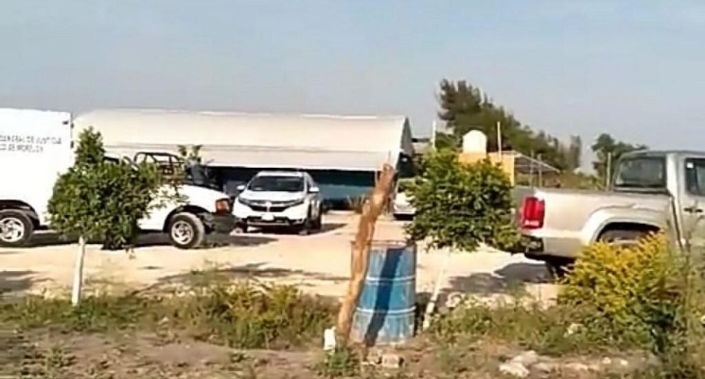 Detienen a presuntos responsables de multihomicidio en Cuautla - Autoridades en el restaurante. Foto de Quadratín