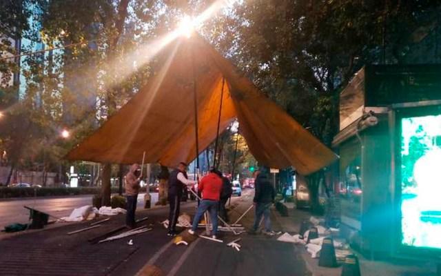 Continúa bloqueo de barzonistas en lateral de Reforma - Foto de Milenio