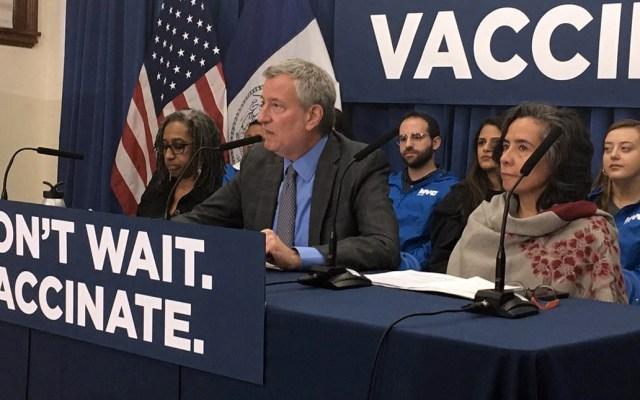 Anuncian demanda contra vacunación obligatoria en Nueva York - Bill de Blasio