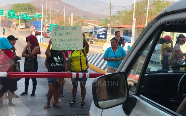 Liberan Autopista del Sol tras bloqueo de padres de familia - Foto de Quadratín