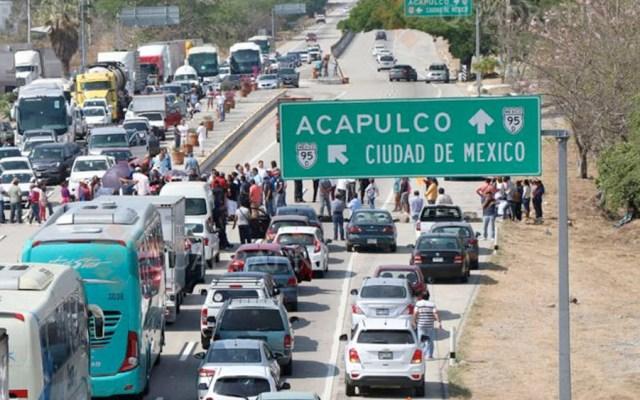 Padres bloquean Autopista del Sol por casi dos horas - Foto de Quadratín