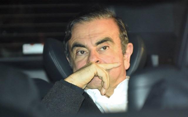 Corte de Tokio concede libertad bajo fianza a Carlos Ghosn - En esta foto de archivo, tomada el 6 de marzo de 2019, el expresidente de Nissan Carlos Ghosn abandona las oficinas de sus abogados tras ser liberado de un centro de detención luego de pagar una fianza en Tokio. Foto de Kazuhiro Nogi/ AFP
