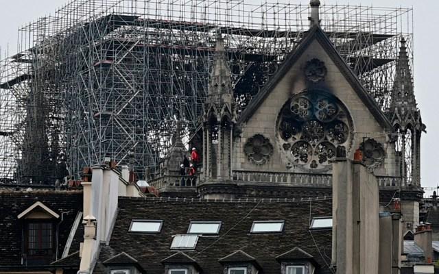 Notre-Dame cerrará al público por seis años: obispo - La histórica catedral de Notre-Dame de Paris después de un incendio en el centro de la capital francesa, París. Un gran incendio se desató en la histórica catedral de Notre-Dame en el centro de París, enviando llamas y enormes nubes de humo gris que se elevaban hacia el cielo. Foto de Lionel BONAVENTURE / AFP.