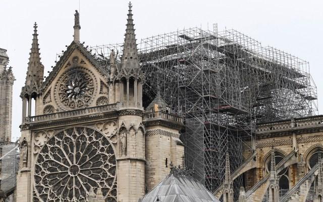 Falta de artesanos podría retrasar reconstrucción de Notre-Dame - La catedral de Notre-Dame a horas de extinto el incendio. Foto de AFP / Bertrand Guay
