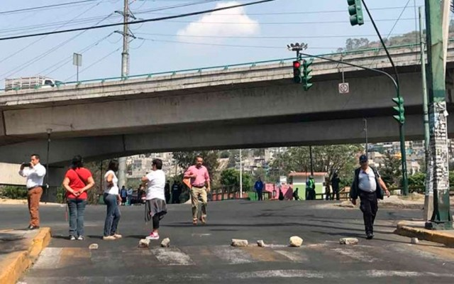 Vecinos bloquean Periférico por falta de agua - Foto de Excélsior
