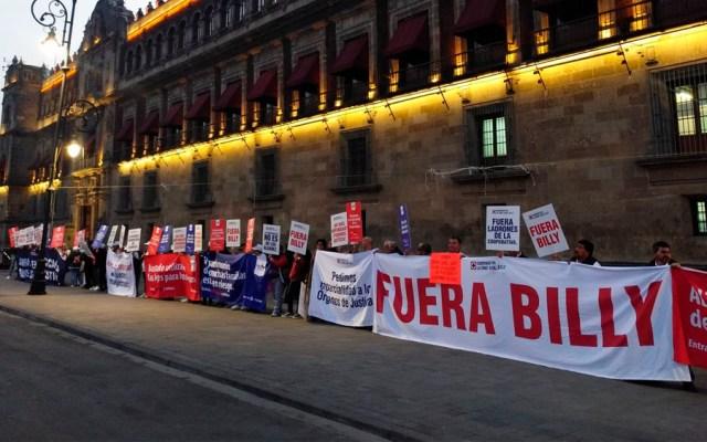 Integrantes de la cooperativa Cruz Azul protestan en Palacio Nacional - Foto de @tavojeda5