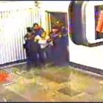 Sheinbaum promete justicia por muerte de usuaria del Metro - Desalojo de la mujer en Metro Tacubaya. Captura de pantalla / Noticieros Televisa