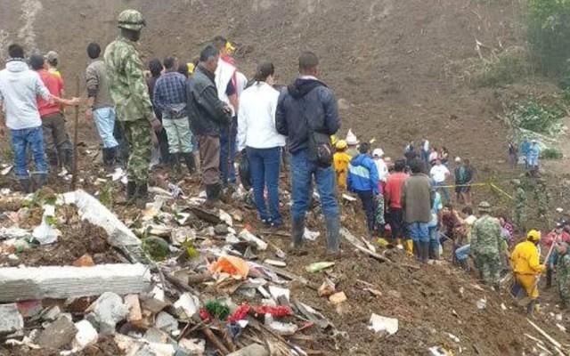Suman 17 muertos por deslave en Colombia - El deslave ocurrió durante la madrugada de este domingo; cinco personas sobrevivieron. Foto de @UNGRD