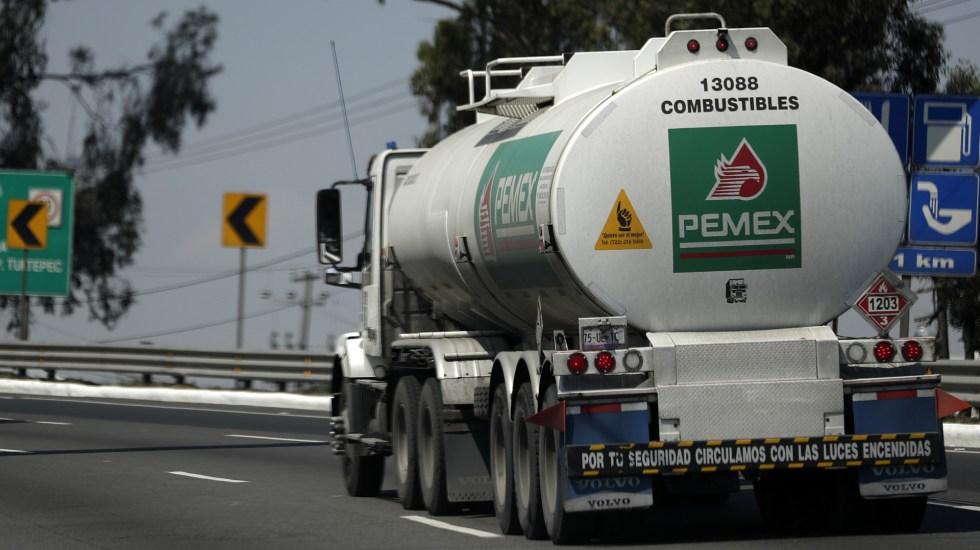 Ordenan a Pemex transparentar compra de 550 pipas - El Gobierno de México adquirió 550 pipas para el combate al robo de combustible. Foto de Notimex