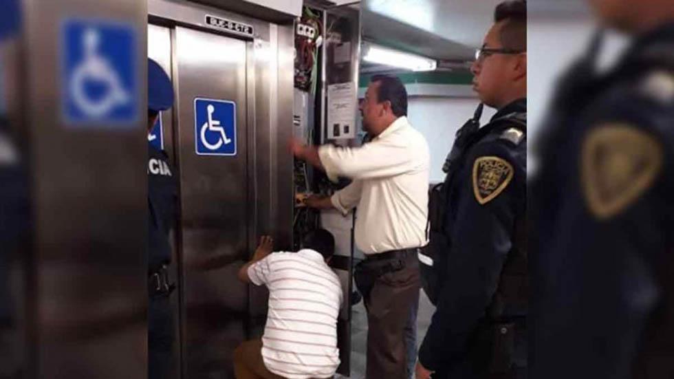 Elevador del Metro atrapa a seis personas en Línea B - Elevador del Metro Buenavista de la Línea B. Foto Especial / Excélsior