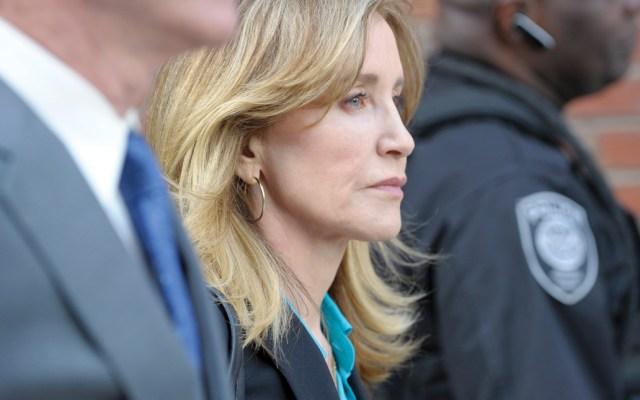 Felicity Huffman podría obtener una sentencia de 4 a 10 meses de cárcel - Foto de AFP