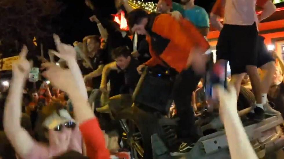 #Video Fanáticos celebran victoria de basquetbol con disturbios - Festejos desmedidos por victoria de Texas Tech en Lubbock. Captura de pantalla