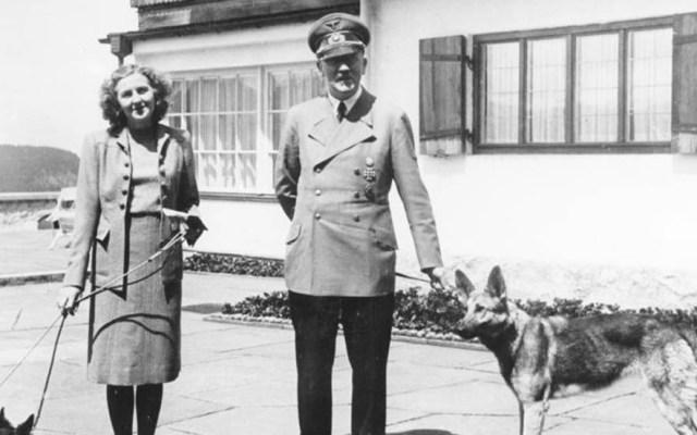 Las últimas horas de Adolf Hitler - Adolf Hitler y Eva Braun en 1942. Foto del Archivo Federal Alemán