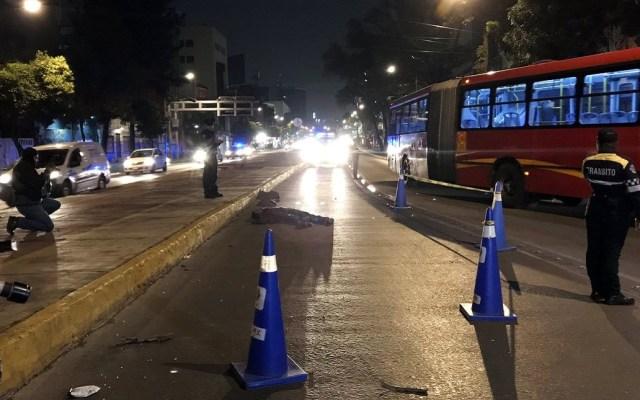 Hombre muere atropellado en Avenida Chapultepec - Hombre atropellado en Avenida Chapultepec. Foto de @israellorenzana