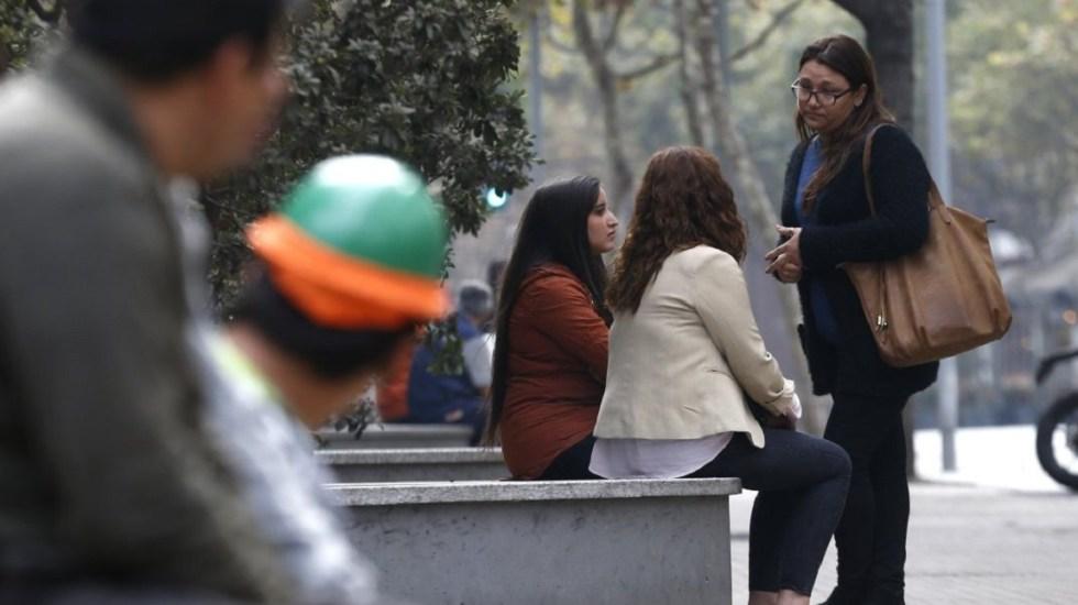 Chile aprueba cárcel por acoso sexual en la calle - Hombres mirando a mujeres en la calle. Foto de ATON
