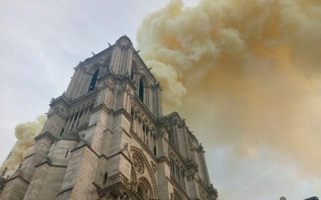 Trump sugiere desplegar aviones cisterna para combatir incendio en Notre-Dame - Foto de @Anne_Hidalgo