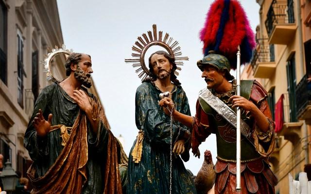 Processione Dei Misteri en Sicilia - Las estatuas que representan la Pasión de Cristo son llevadas durante la tradicional Procesión de Pascua de los Misterios (Processione Dei Misteri) en Trapani, Sicilia. Foto de Alberto PIZZOLI / AFP.