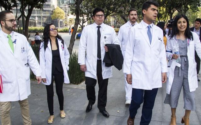 Presentan petición formal para que médicos residentes tengan ISSSTE - Foto de NotimexJosé Pazos
