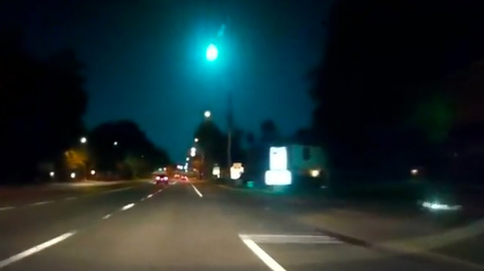 #Video Captan caída de meteorito en Florida - Captura de pantalla