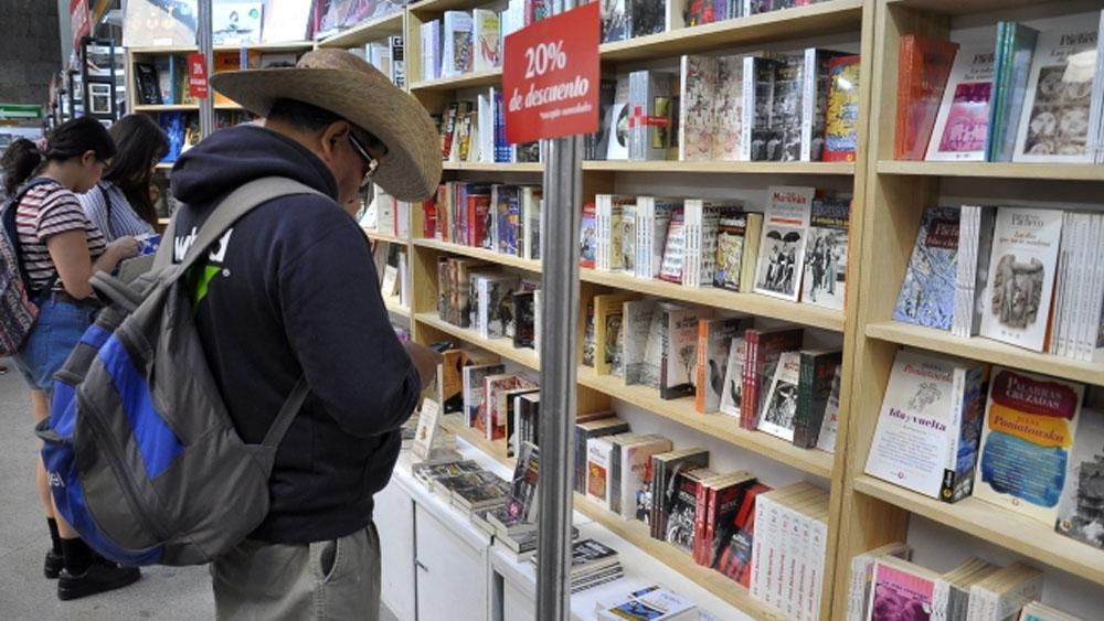 Mexicanos cada vez leen menos