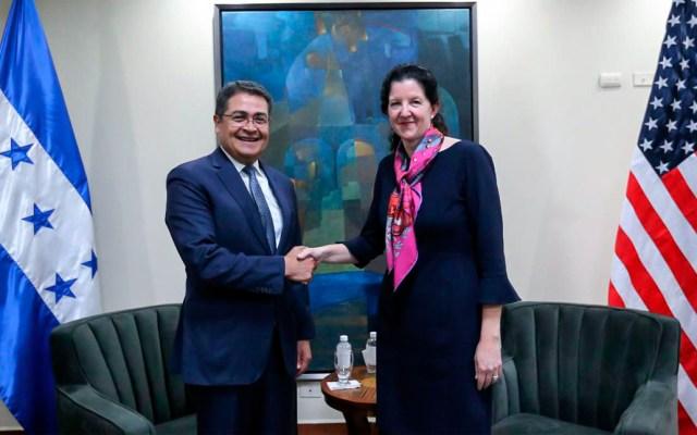 Funcionaria EE.UU. viaja a El Salvador para abordar problema migratorio - Foto de AFP