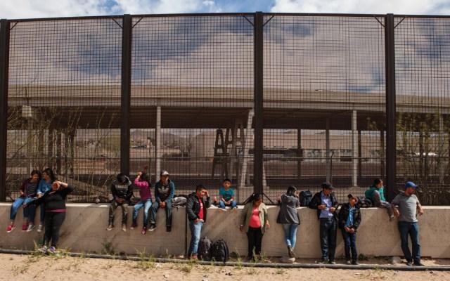 Plan Nacional de Desarrollo plantea atacar causas de migración a EE.UU. - Migración Migrantes en la frontera. Foto de AFP