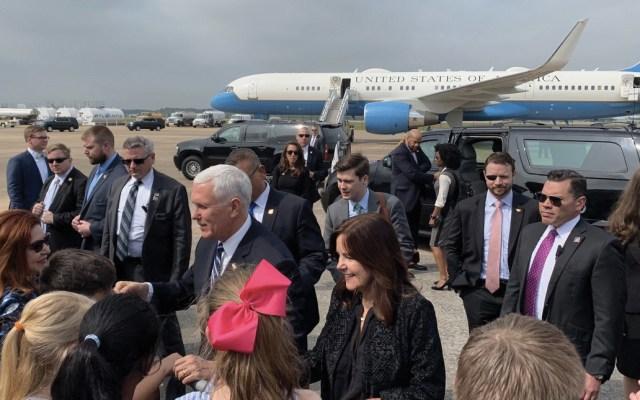 EE.UU. sancionará a embarcaciones que envían crudo venezolano a Cuba - Foto de Twitter Mike Pence