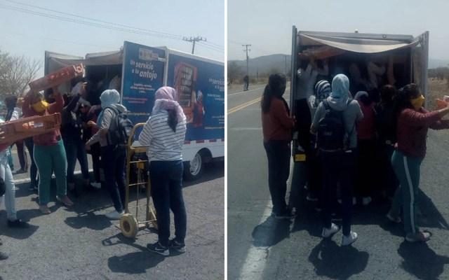 Normalistas bloquean autopista en Morelos - Foto de Quadratín