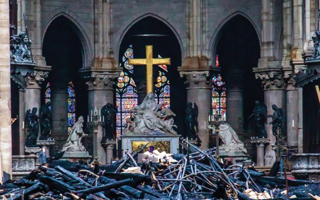 Trump envía condolencias por incendio en Notre-Dame - Foto de AFP