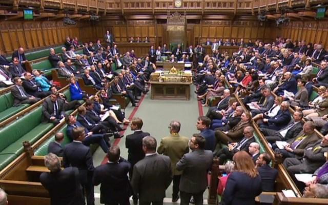 Parlamento británico rechaza todas las alternativas al Brexit de May - Una captura de pantalla del video emitido por la Unidad de Grabación Parlamentaria del Parlamento del Reino Unido muestra a los parlamentarios en la Cámara de los Comunes en Londres el 1 de abril de 2019, luego del resultado de la segunda ronda de votaciones indicativas sobre las opciones alternativas para Brexit. Foto de PRU/AFP