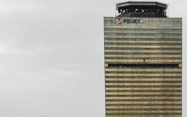 Pemex y Sener carecen de permiso ambiental para construir refinería: ASEA - La Torre de Pemex en la Ciudad de México. Foto de Notimex