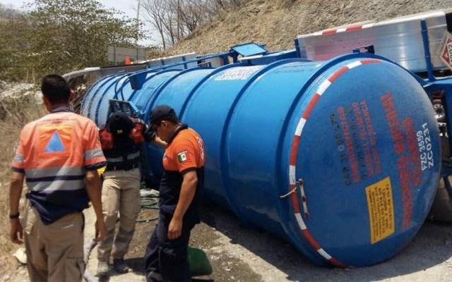 Vuelca pipa con 31 mil litros de diésel en Guerrero - Foto de Quadratín