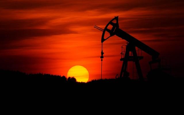 G20 celebrará reunión extraordinaria sobre crisis petrolera - Plataforma de minado de petróleo crudo. Foto de Zbynek Burival / Unsplash