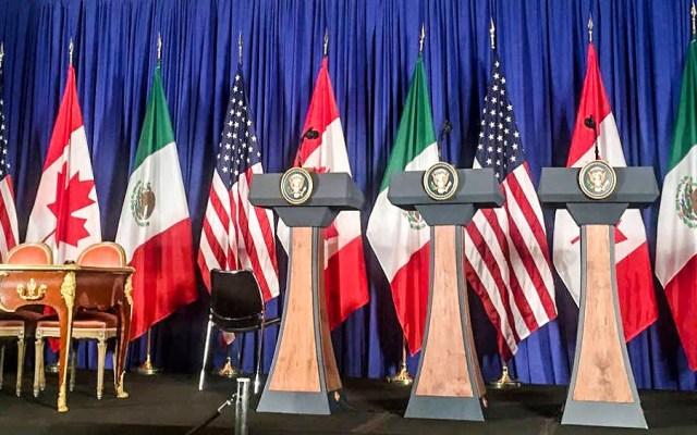 IP urge a ratificar T-MEC antes de agosto - Podio donde se firmó y presentó el T-MEC el 30 de noviembre de 2018. Foto de Gobierno de México