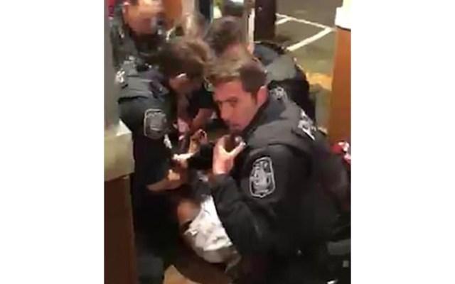 #Video Arrestan con exceso de fuerza a hombre en IHOP - Captura de pantalla