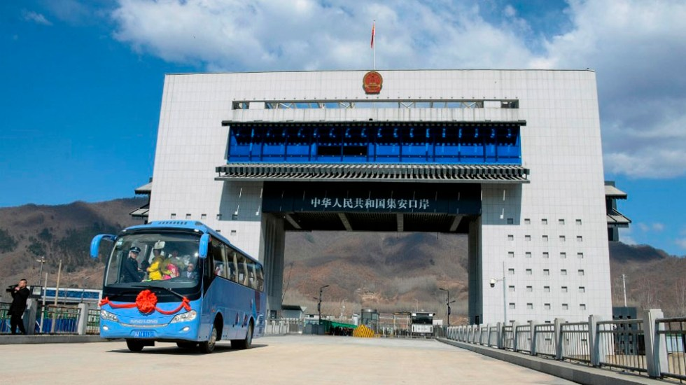 China inaugura puente fronterizo con Corea del Norte - Foto de AFP