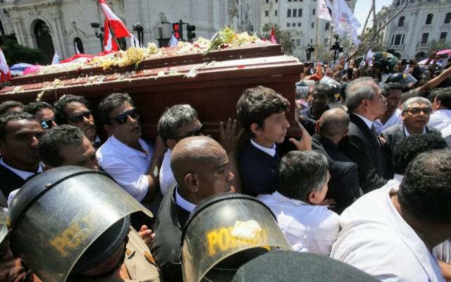 Restos de Alan García llegan al cementerio para ser cremados - restos de Alan García arriban al cementerio donde será cremado